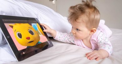Babies and toddlers should not spend any time looking at screens, World Health Organization warns parents